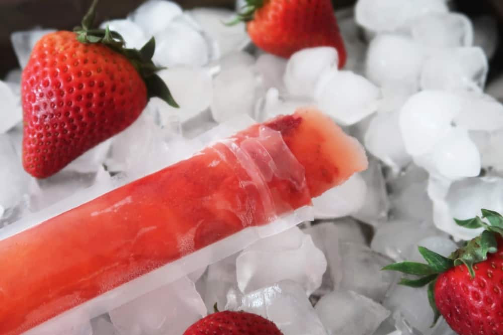 strawberry lemonade freeze pops