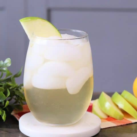 apple whiskey fizz cocktail